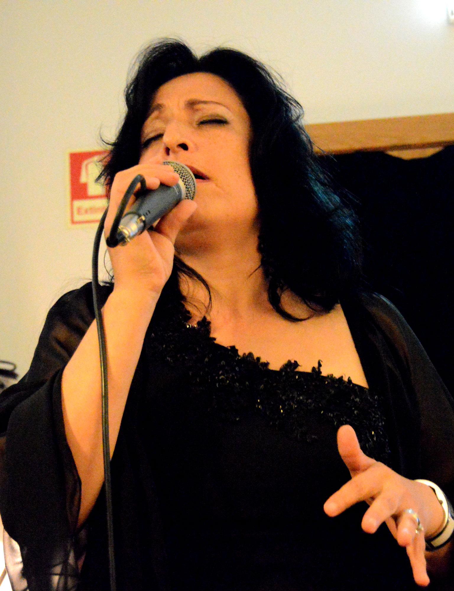 Alexandra Monteiro, Fadistas, contactos de Fadistas, Noites de fados, Fadista Alexandra Monteiro, contactos de artistas, contactos de cantores, Fados de Lisboa, Fadista, Portugal